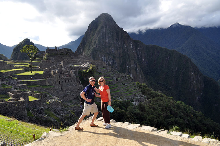 MATT-AND-LUCINDA-GLINN-JUMP-IN-PERU-ANCIENT-SUMMIT-MACHU-PICCHU