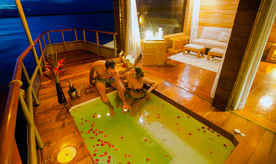Delfin Amazon Jacuzzi Private Travel